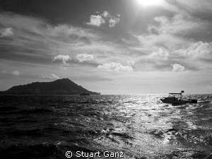 Surface interval with Diamond Head on the horizon and a s... by Stuart Ganz 
